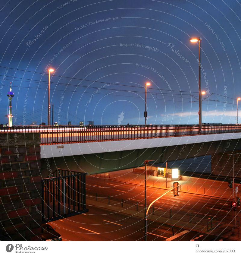 oberkasseler Düsseldorf Stadt Skyline Menschenleer Brücke Turm Gebäude Architektur Mauer Wand Sehenswürdigkeit Verkehr Straßenverkehr Wege & Pfade Hochstraße