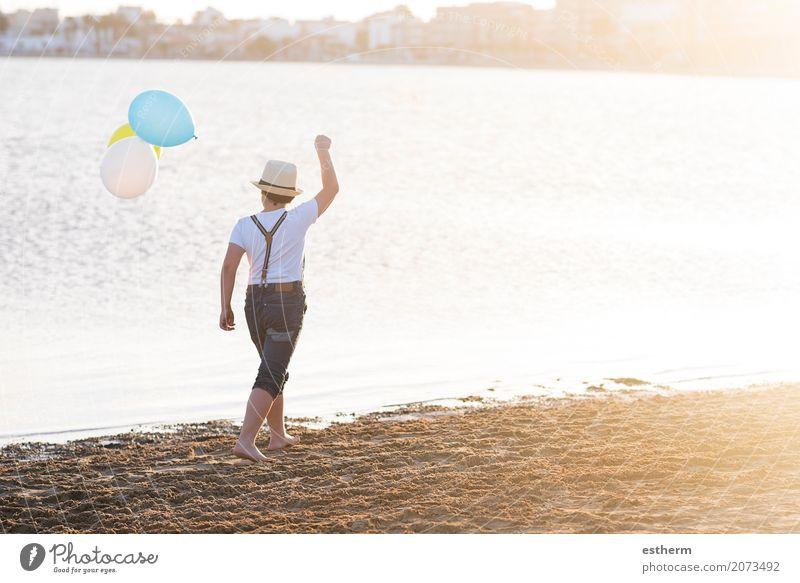 Mensch Kind Ferien & Urlaub & Reisen Sommer Meer Einsamkeit Lifestyle Liebe Gefühle Küste Junge Glück Freiheit Denken Freizeit & Hobby maskulin