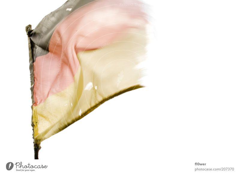 ausgediente WM Fahne weiß rot schwarz Bewegung Deutschland gold Wind kaputt Textfreiraum Deutsche Flagge Loch wehen bleich ausgebleicht