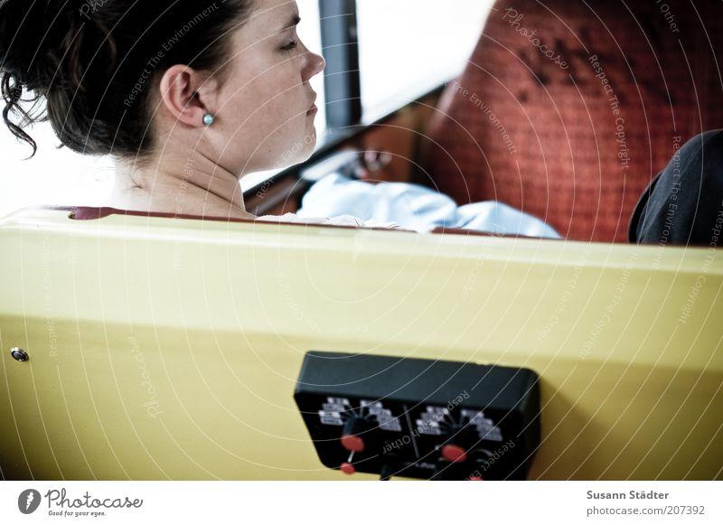 multilingual Mensch Jugendliche Ferien & Urlaub & Reisen Gesicht Erwachsene gelb Kopf Haare & Frisuren Ausflug Tourismus 18-30 Jahre Technik & Technologie Bank Junge Frau brünett Bus