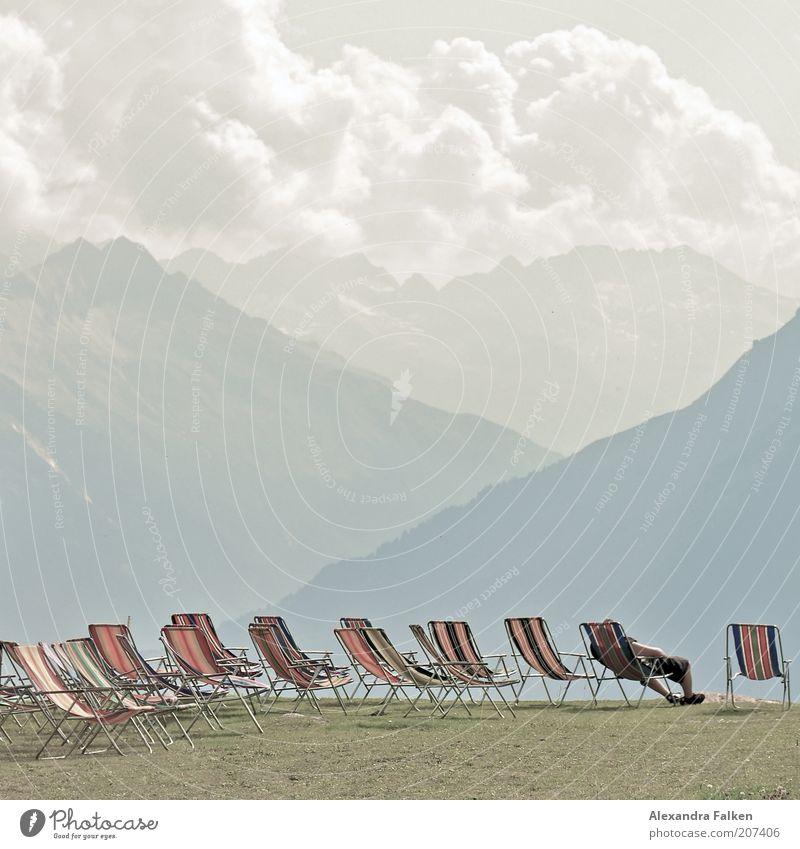 Setz Dich II Himmel Sommer Wolken Erholung Berge u. Gebirge Landschaft Wetter Wellness Rasen Pause Aussicht Klima Alpen Streifen Gipfel Schönes Wetter