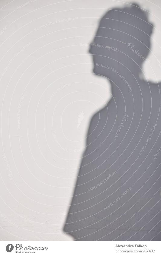 Schatten von Frau 1 Mensch grau Profil Hochsteckfrisur Sommer Außenaufnahme Textfreiraum links Silhouette Sonnenlicht Oberkörper Schattendasein Schattenseite