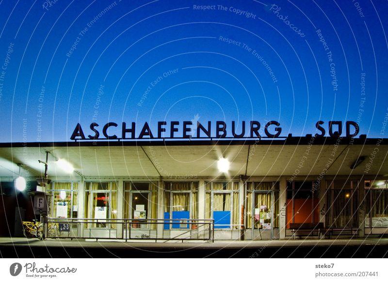 Endstation blau Ferien & Urlaub & Reisen Schriftzeichen Station Bahnhof Symbole & Metaphern Bayern spät Süden Logo Deutschland Franken Bahnhofshalle Wartehalle