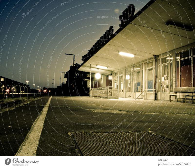 Endstation II Einsamkeit grau Stimmung warten Symbole & Metaphern Station Bahnhof spät Haltestelle Bayern Endstation Aschaffenburg