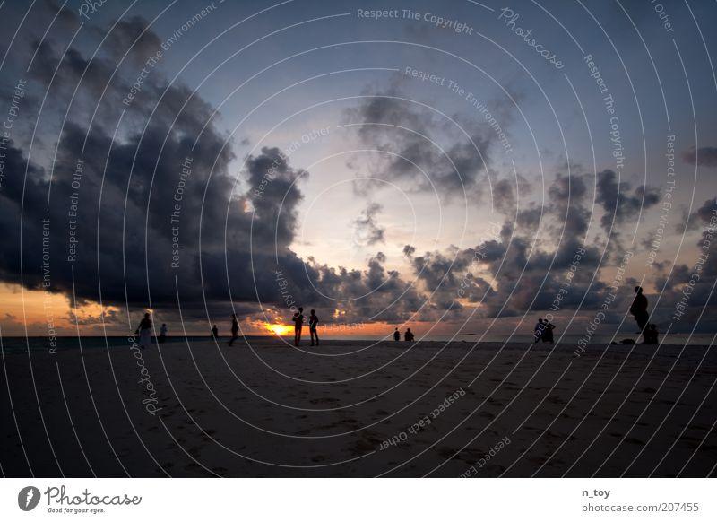 Stop Time Natur Meer rot Sommer Strand ruhig Ferne Erholung Freiheit Menschengruppe Glück Sand Landschaft Zufriedenheit Umwelt Horizont