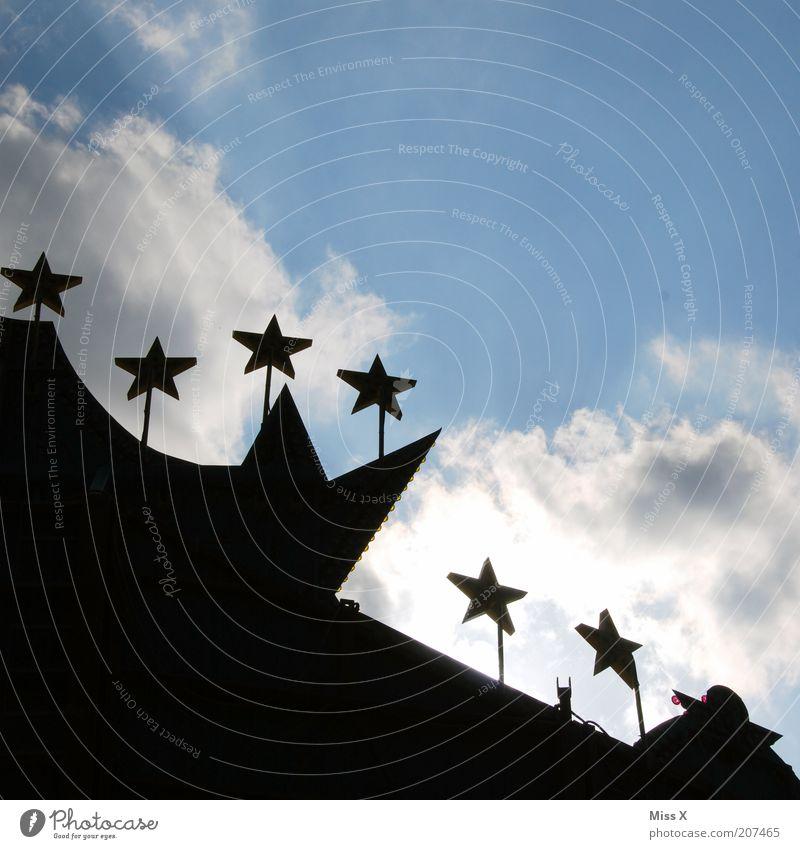 Sternchen Jahrmarkt Himmel groß Stern (Symbol) Fahrgeschäfte Farbfoto Außenaufnahme Textfreiraum oben Textfreiraum unten Tag Sonnenlicht Gegenlicht Silhouette