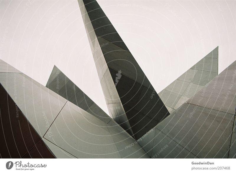 Analoge Kanten Menschenleer Bauwerk Gebäude Architektur Stahl ästhetisch authentisch eckig elegant neu Farbfoto Außenaufnahme Starke Tiefenschärfe