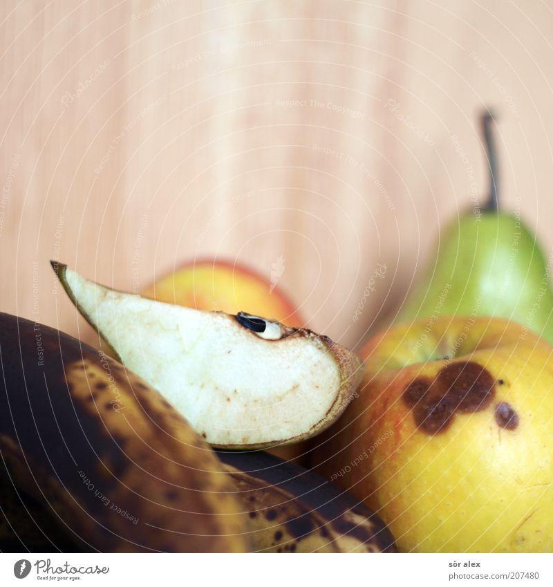 Biomüll Frucht Birne Banane Apfel Birnenkern Diät alt Ekel lecker saftig süß Verfall Vergänglichkeit Zeit dehydrieren verfaulen gammeln schimmeln Bioprodukte