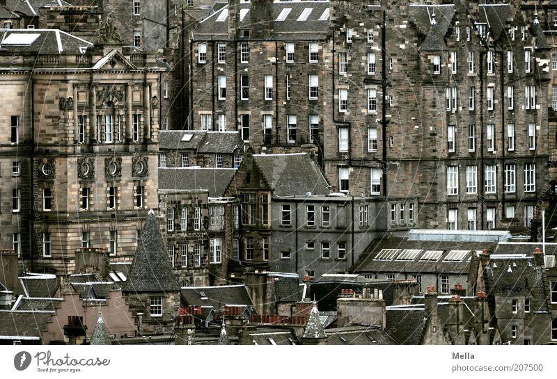 Über den Dächern von Schottland (3) alt Stadt Haus dunkel grau Gebäude Architektur Fassade Europa Perspektive ästhetisch Vergangenheit Bauwerk historisch Gesellschaft (Soziologie) Stadtzentrum