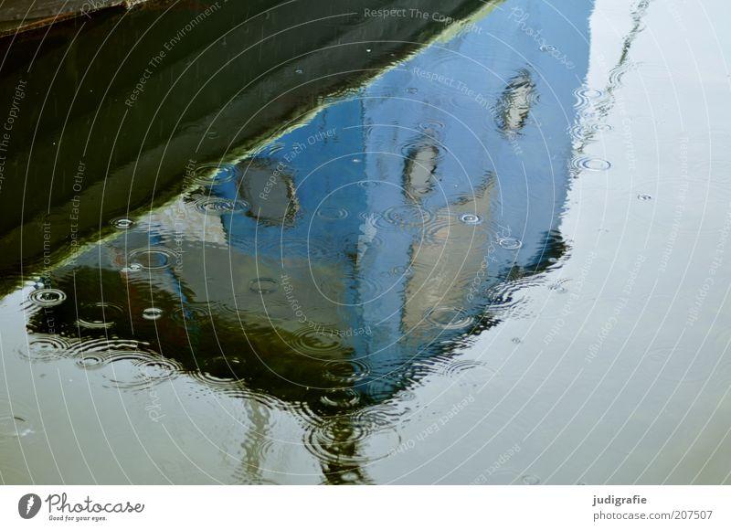 Färöer Wasser Wassertropfen Himmel Klima schlechtes Wetter Regen Tórshavn Føroyar Hafen Schifffahrt Fischerboot Segelboot kalt nass Traurigkeit Bullauge