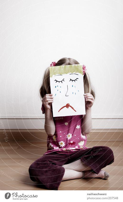Traurig Kind Mädchen rot Gesicht feminin Gefühle Haare & Frisuren Traurigkeit Stimmung braun blond Schilder & Markierungen sitzen Trauer Zeichen Kindheit