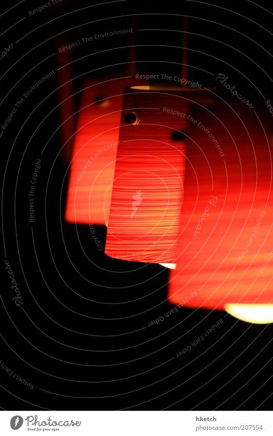 Rotkäppchen Lampenschirm Lampenlicht Nacht gemütlich Abend ruhig rot Beleuchtung Glühbirne Energie sparen Farbfoto Innenaufnahme Nahaufnahme Textfreiraum unten