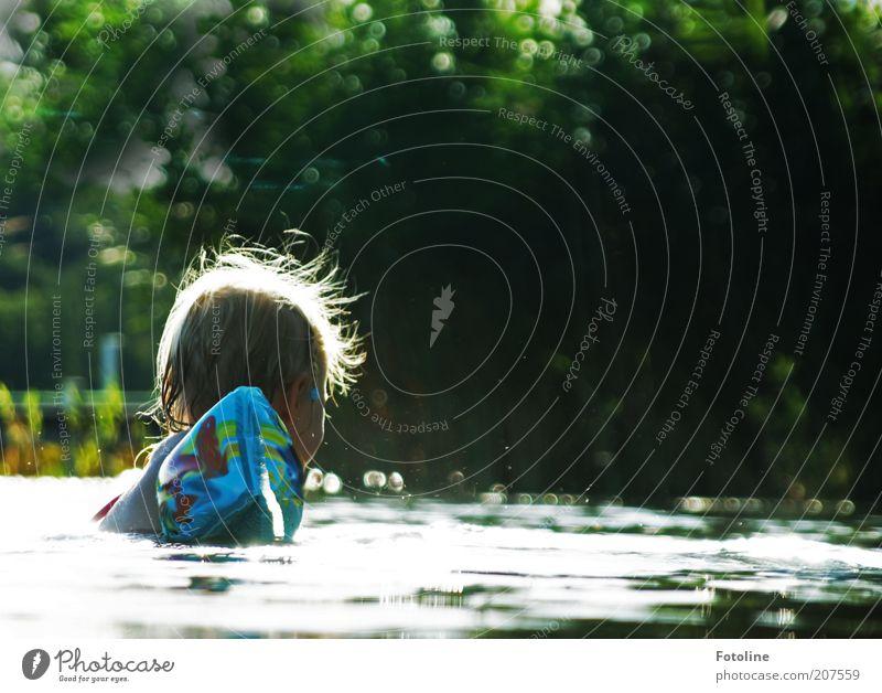 Badespaß Mensch Kind Natur Wasser Baum Pflanze Mädchen Sommer Umwelt Kopf Wärme Haare & Frisuren Kindheit blond Schwimmen & Baden nass