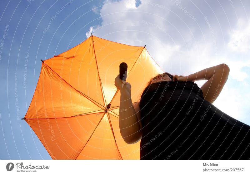 Schirmherrin ll feminin Frau Erwachsene Arme Himmel Wolken Sonnenlicht Sommer Klima Schönes Wetter Kleid Regenschirm schwarz orange Das kleine Schwarze