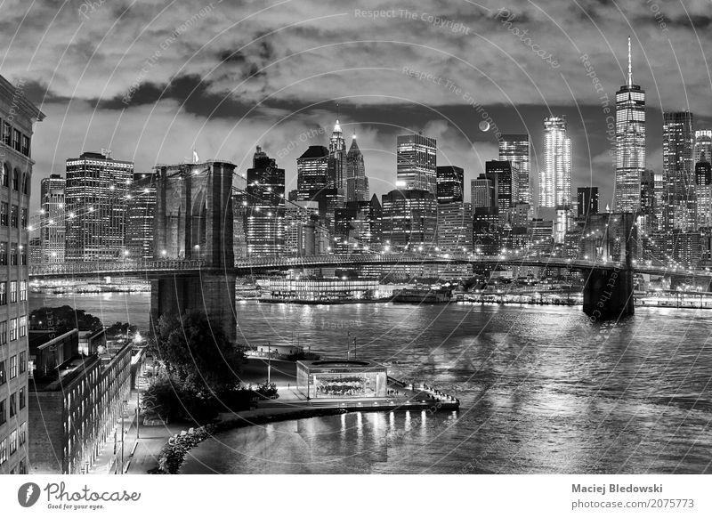 Mond über Manhattan Stadt schön weiß schwarz Gebäude außergewöhnlich grau modern Hochhaus USA Brücke Grafik u. Illustration Sehenswürdigkeit Skyline Wahrzeichen