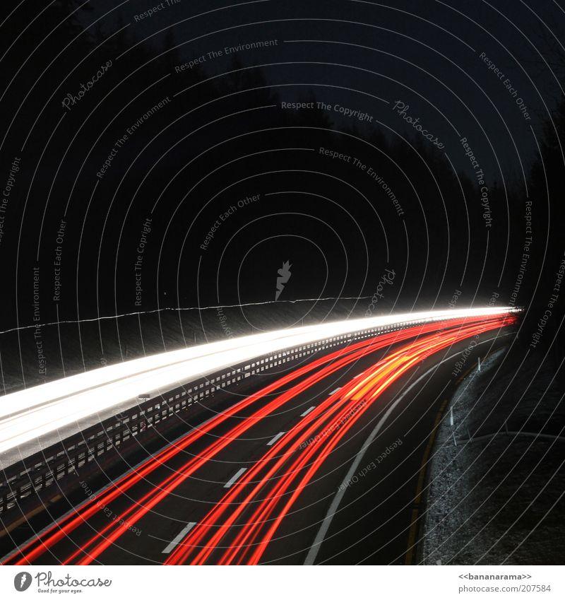 (( SWOOSH (( Straße Beleuchtung Straßenverkehr Verkehr Spuren Autobahn leuchten Stress Kurve Autofahren Scheinwerfer Personenverkehr Lichtspiel Eile