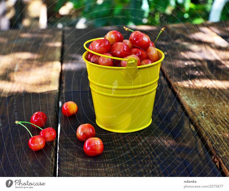 Reife rosa Kirsche Frucht Dessert Vegetarische Ernährung Sommer Tisch Holz Essen frisch hell natürlich retro saftig gelb rot reif viele Beeren süß organisch