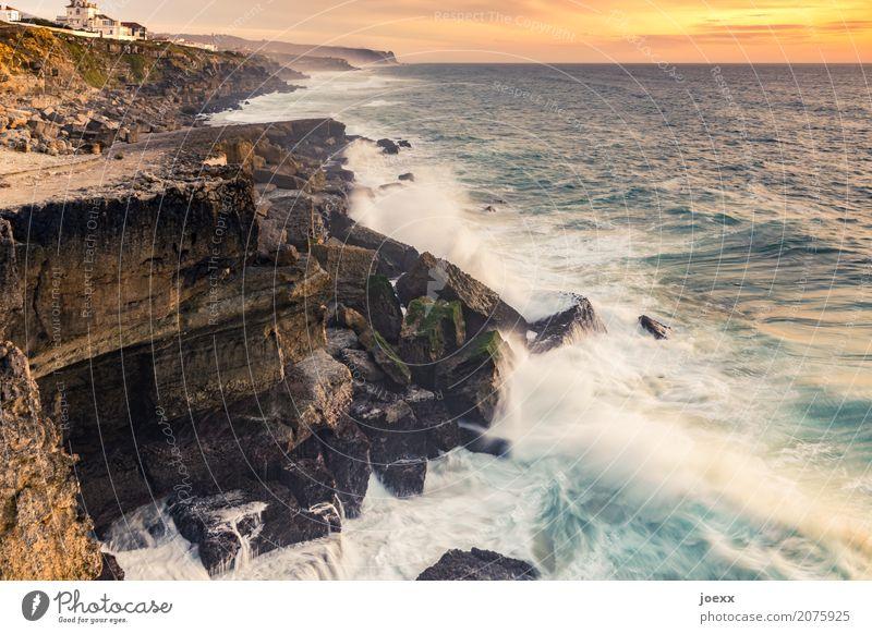 Zu Hause am Meer Landschaft Sommer Schönes Wetter Felsen Wellen Küste eckig maritim wild Heimweh Fernweh Farbfoto mehrfarbig Außenaufnahme Abend Sonnenaufgang