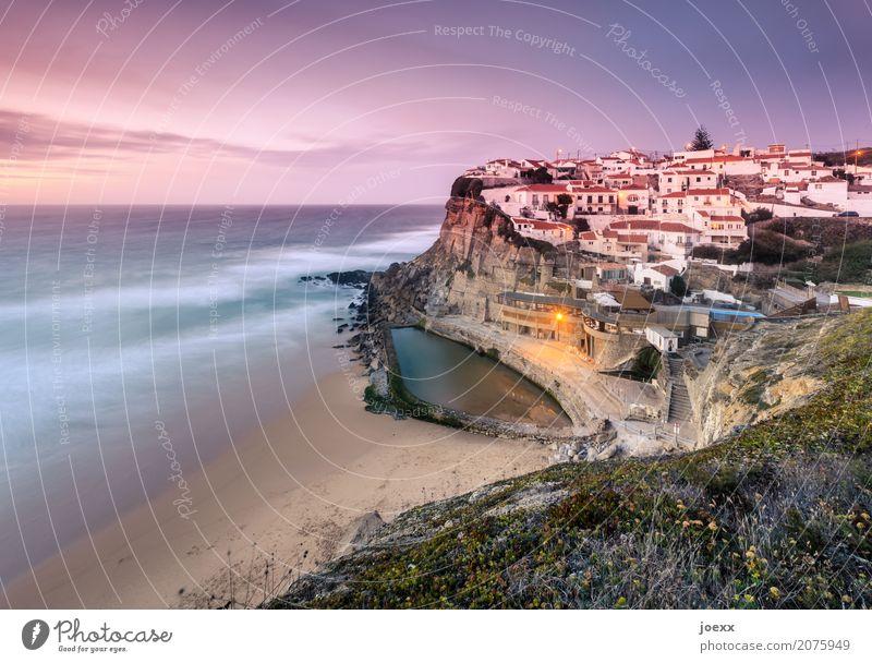 Idyllisch gelegenes Dorf an Steilküste mit Gezeitenschwimmbad, Langzeitbelichtung Meer maritim Idylle Strand Küste Portugal rosa Abendstimmung Abendhimmel Wiese