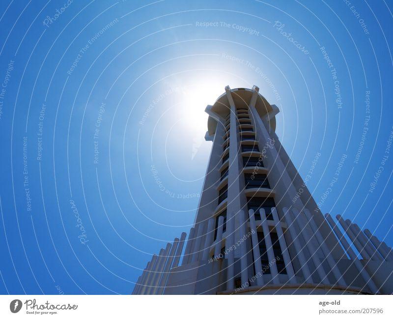 Leucht-Turm High-Tech Leuchtturm Stein Glas Stahl Bewegung drehen glänzend eckig fest hell schön weiß Kraft Sicherheit Schutz Verlässlichkeit Ordnung