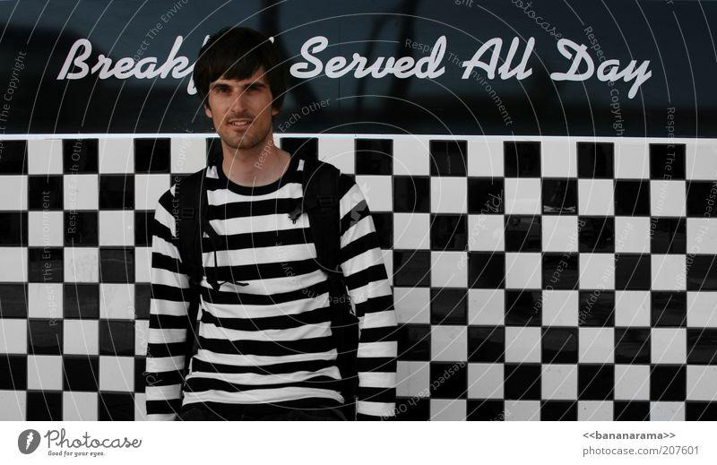 Zebra meets Schachbrett Ernährung Frühstück Gastronomie maskulin Junger Mann Jugendliche 1 Mensch 18-30 Jahre Erwachsene Bekleidung Pullover schwarzhaarig