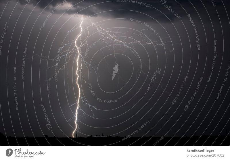 energieadern Umwelt Natur Urelemente Himmel Wolken Gewitterwolken Nachthimmel Unwetter Blitze Skyline Endzeitstimmung Außenaufnahme Menschenleer