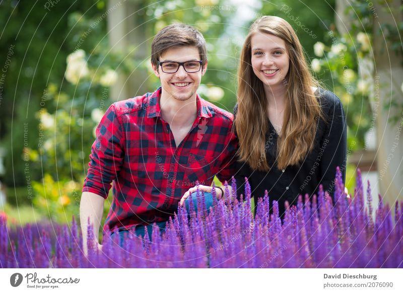 Katharina & Patrick maskulin Junge Frau Jugendliche Junger Mann Paar 2 Mensch 18-30 Jahre Erwachsene Natur Frühling Sommer Schönes Wetter Pflanze Blume Garten