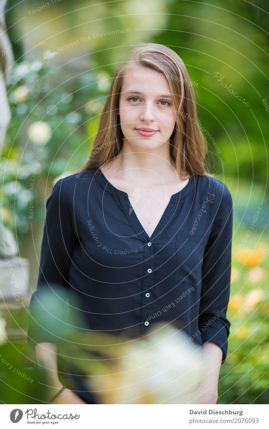 Katharina feminin Junge Frau Jugendliche Körper 1 Mensch 18-30 Jahre Erwachsene Natur Frühling Sommer Schönes Wetter Pflanze Blume Garten Park blond langhaarig