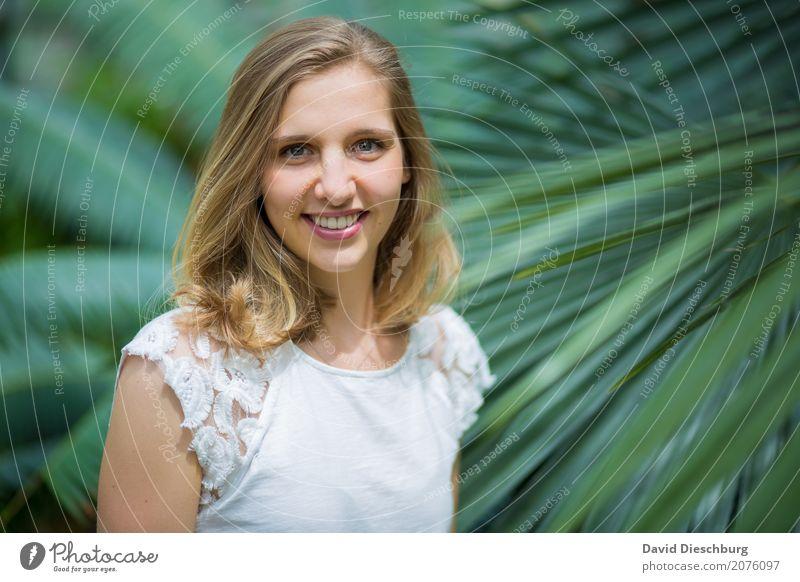 Ann-Sophie feminin Junge Frau Jugendliche Gesicht 1 Mensch 18-30 Jahre Erwachsene Natur Frühling Sommer Schönes Wetter Pflanze Blatt Garten Park Wald Urwald