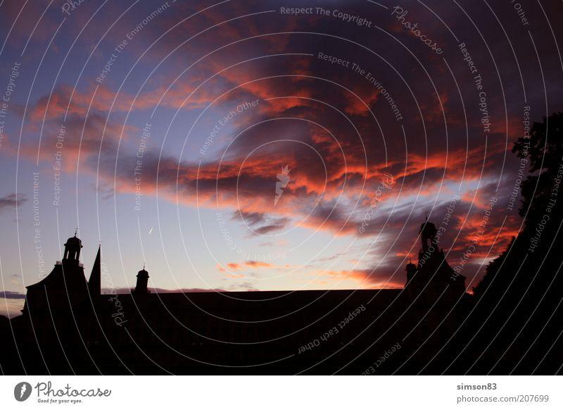bloody clouds Himmel Wolken Gebäude Luft Burg oder Schloss Schönes Wetter Abenddämmerung Sonnenaufgang Sonnenuntergang