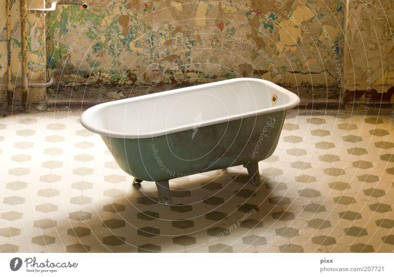 EinPersonenPool alt ruhig Erholung Stil Stimmung Innenarchitektur außergewöhnlich authentisch Häusliches Leben Lifestyle einzigartig Sauberkeit Bad Wellness
