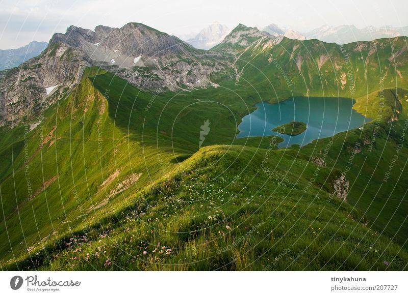 Schrecksee Freiheit Sommer Berge u. Gebirge Landschaft Wasser Gras Wiese Alpen Gipfel See Unendlichkeit hoch oben schön blau grün ruhig Einsamkeit Natur