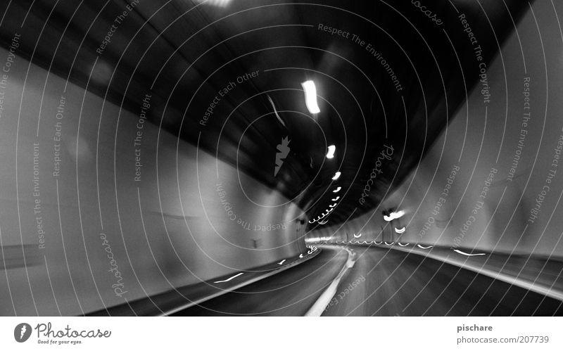 chase the light Straße dunkel Gefühle Angst Straßenverkehr Verkehr Geschwindigkeit bedrohlich Tunnel Rennsport Verkehrswege eng Autofahren Langzeitbelichtung Platzangst Experiment