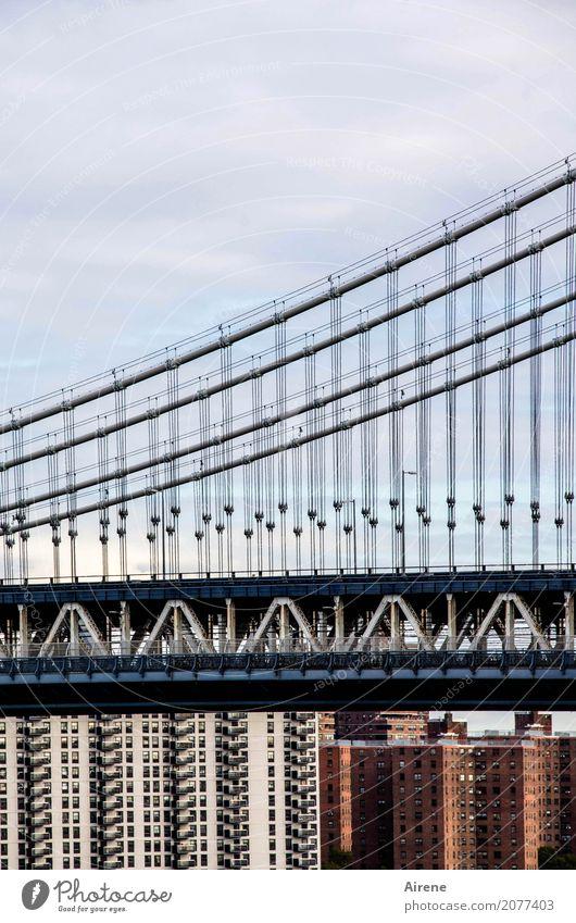 ...und drüber Sightseeing Städtereise New York City Manhattan Stadtzentrum Skyline Hochhaus Brücke Hängebrücke Sehenswürdigkeit Manhattan Bridge Beton Stahl