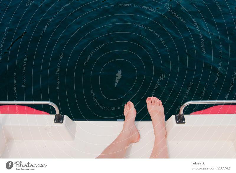 Urlaub Frau Wasser Ferien & Urlaub & Reisen Sonne Sommer ruhig Erholung feminin Freiheit See Fuß Freizeit & Hobby liegen Wellness Kosmetik Sommerurlaub