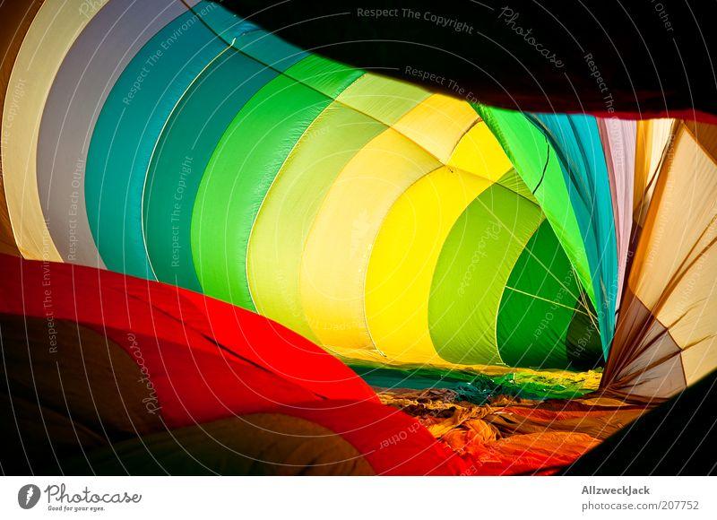 Farbflash Luft groß Ballone mehrfarbig Hülle spektral Vorbereitung regenbogenfarben konzentrisch Spektralfarbe Ballonfahrt aufblasbar leuchtende Farben