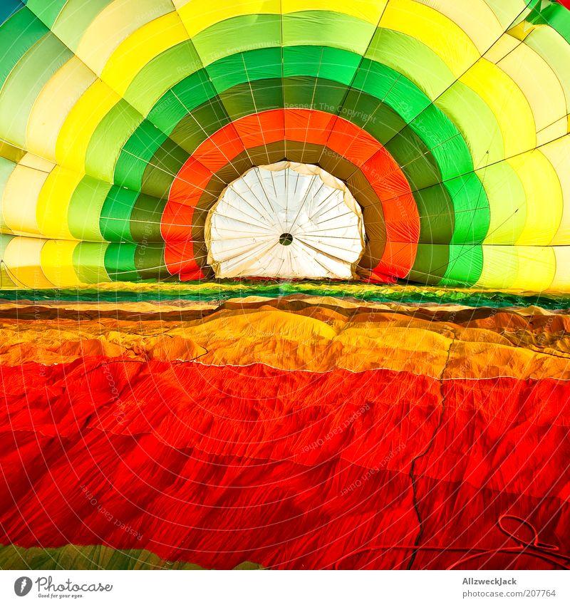 farbrosette Stil Sommer Ballone mehrfarbig Stoff Ballonfahrt Farbfoto Totale leuchtende Farben Innenaufnahme Kreis konzentrisch aufblasbar Zentralperspektive