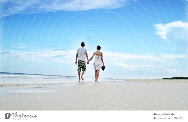 Beachwalk Mensch Meer blau Sommer Strand Ferien & Urlaub & Reisen Liebe Ferne Erholung Freiheit Glück Paar Zufriedenheit laufen Ausflug Abenteuer