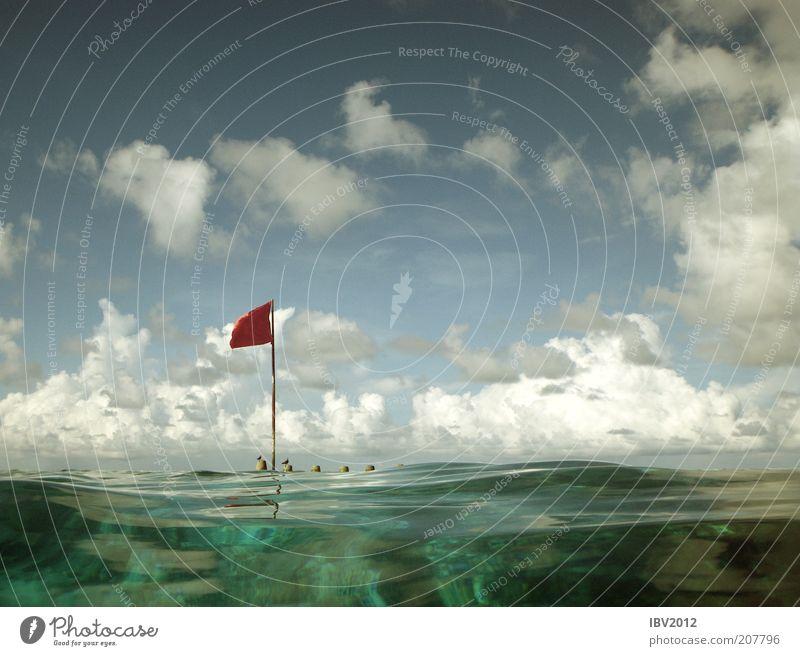 Red flag in paradise IV Sommer Sommerurlaub Meer Insel Wellen Korallenriff Freizeit & Hobby Malediven Asien Fahne Wolken Himmel rot Indischer Ozean