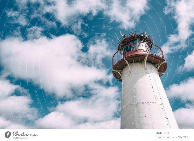 Leuchtturm in List auf Sylt Ferien & Urlaub & Reisen Ausflug Ferne Freiheit Meer Insel Natur Wasser Nordsee lang maritim blau Nostalgie Perspektive Rettung