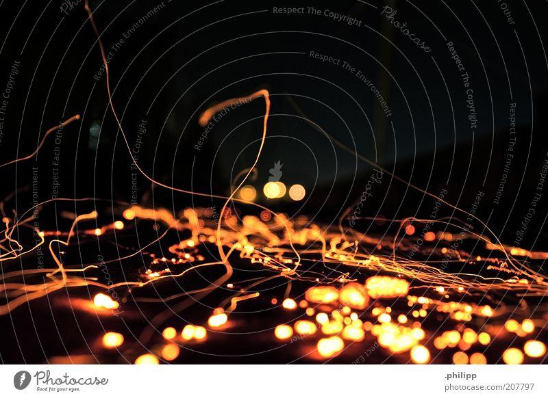 zerstreut. gelb Luft Feuer leuchten Urelemente abstrakt glühen Funken Glut Leuchtspur Lichtfleck Lichtstreifen glühend Lichtschweif