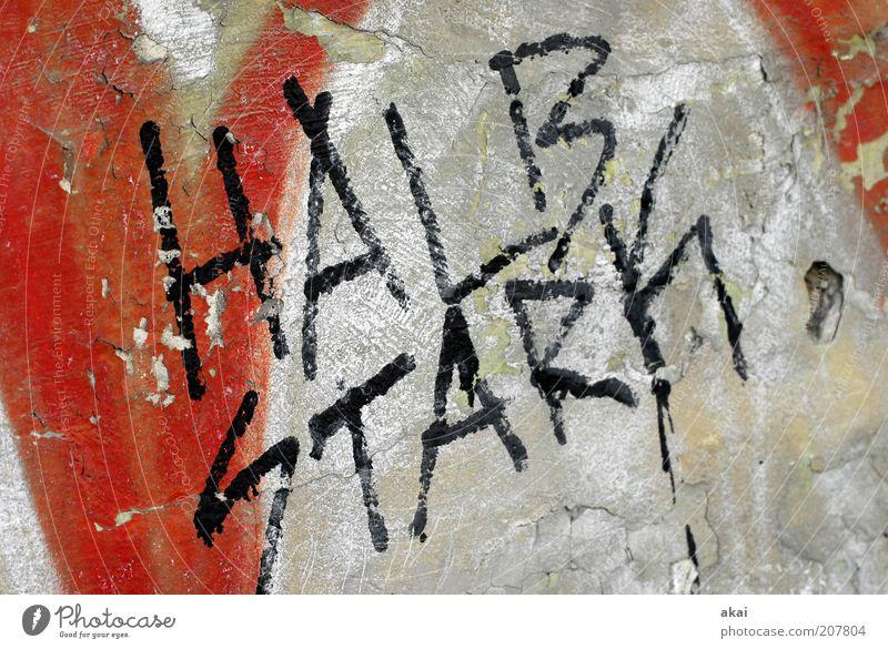 Halbstark Jugendkultur Subkultur Fassade Graffiti rot schwarz weiß Kraft Farbfoto Außenaufnahme Tag Schmiererei Schriftzeichen Wand Putz Verfall kaputt