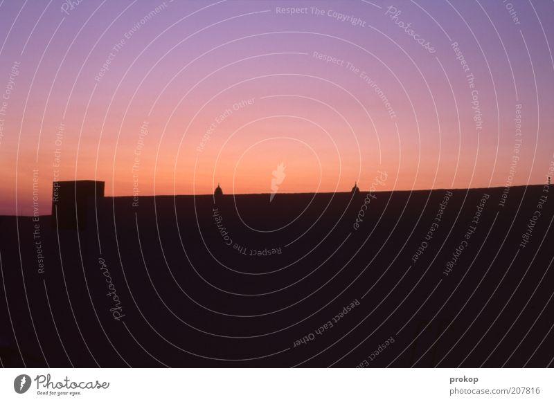Einfacher Abend Himmel Wärme Hintergrundbild frei trist Dach authentisch einfach Schönes Wetter Schornstein Abenddämmerung eckig Wolkenloser Himmel Bildaufbau Roter Himmel