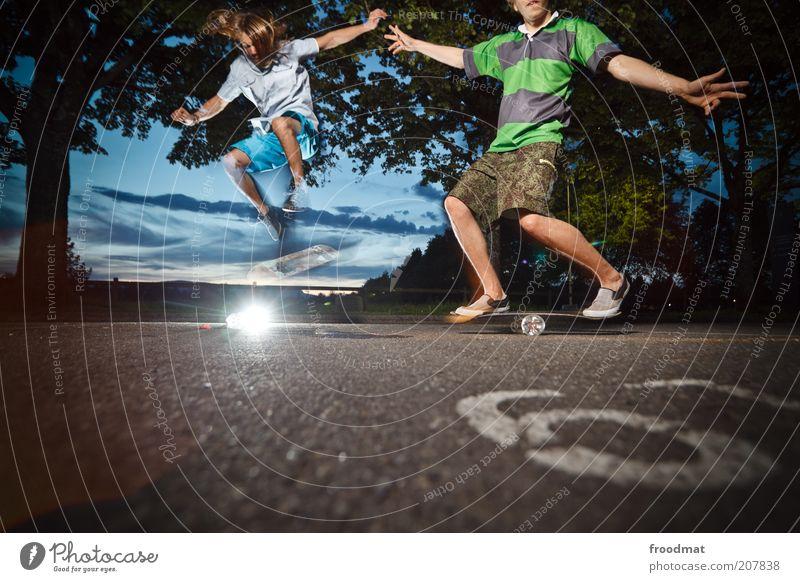 bottleboarding Lifestyle Stil Freude Freizeit & Hobby Spielen Sport Mensch maskulin Junger Mann Jugendliche 2 Sommer Schönes Wetter brünett langhaarig springen