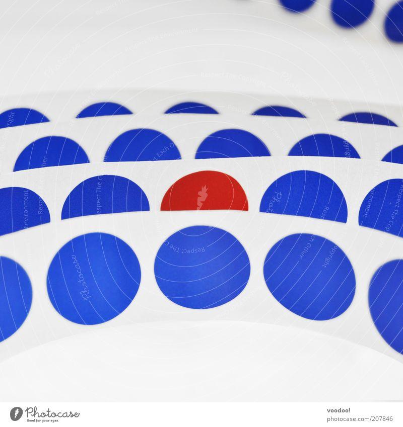 Freiheit der Andersdenkenden blau weiß rot außergewöhnlich Kreis einzigartig Symbole & Metaphern Punkt Kunststoff Zusammenhalt Reihe Etikett fremd Identität System Integration