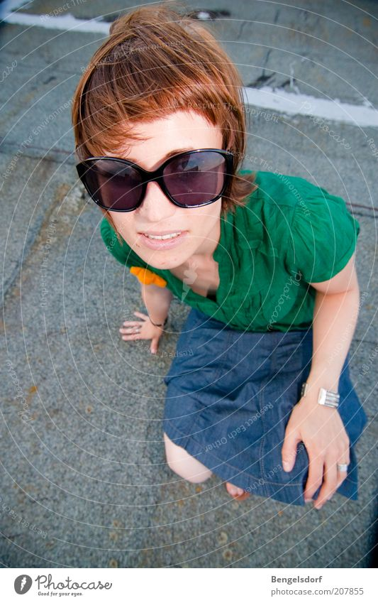 Sommermädchen Jugendliche schön Gesicht Leben Stil Mode Design Bekleidung Lifestyle modern Freizeit & Hobby Rock Jeansstoff Sonnenbrille