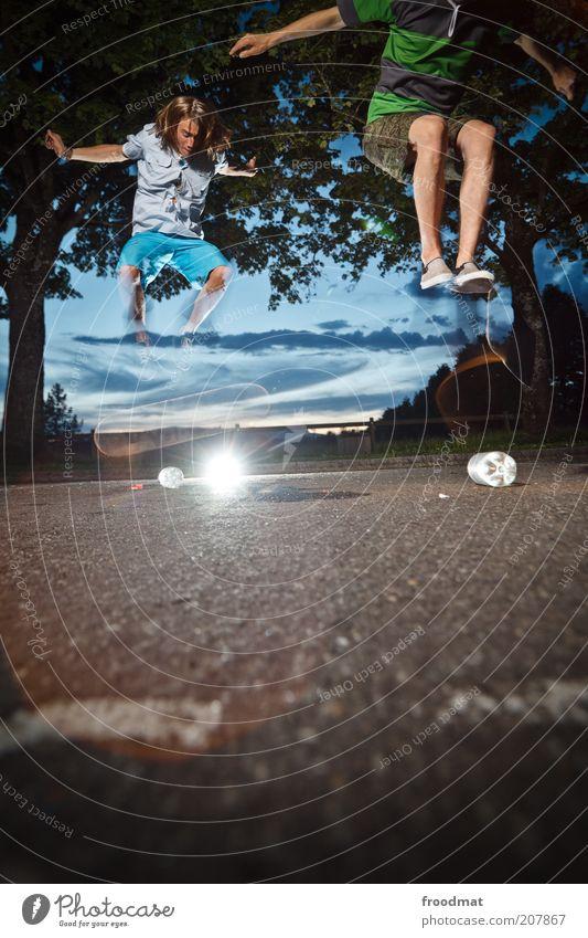 flaschenpost Lifestyle Freude Freizeit & Hobby Spielen Sport Fitness Sport-Training Mensch maskulin Junger Mann Jugendliche 2 Sommer springen sportlich Coolness