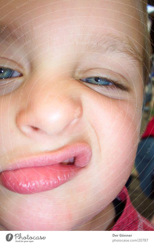 freche Schnute Kind Nahaufnahme Junge Lippen Mund