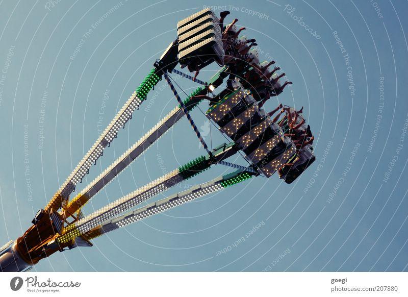 human-eating plant Maschine Mensch Beine Menschengruppe Himmel Fahrgeschäfte Metall drehen Erholung fahren festhalten hängen verrückt Geschwindigkeit