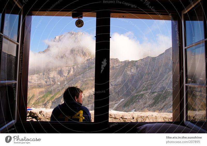Frühstück ist fertig! Jugendliche Sommer Ferien & Urlaub & Reisen Wolken Ferne Erholung Fenster Berge u. Gebirge Freiheit Erwachsene Wohnung maskulin Felsen
